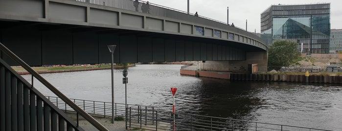 Hugo-Preuß-Brücke is one of Brücken.