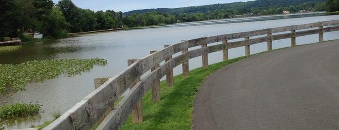 Congers Lake Memorial Park is one of Tempat yang Disimpan Jesse.