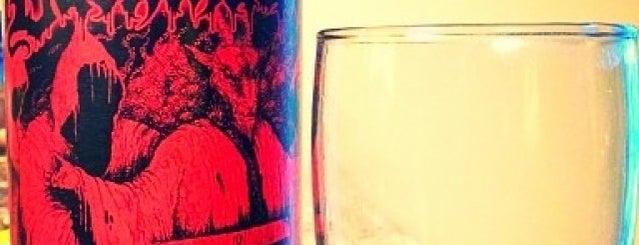 Meg's Wine & Spirits is one of Tempat yang Disukai Ebonee.