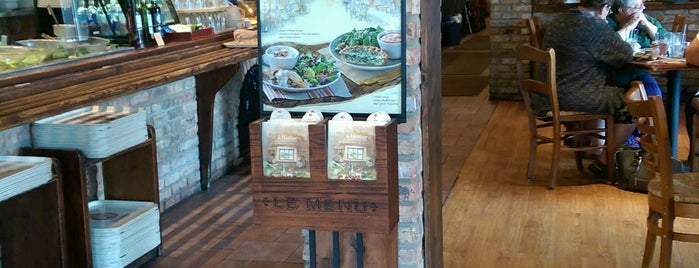 la Madeleine French Bakery & Café Arboretum is one of Divyaさんのお気に入りスポット.