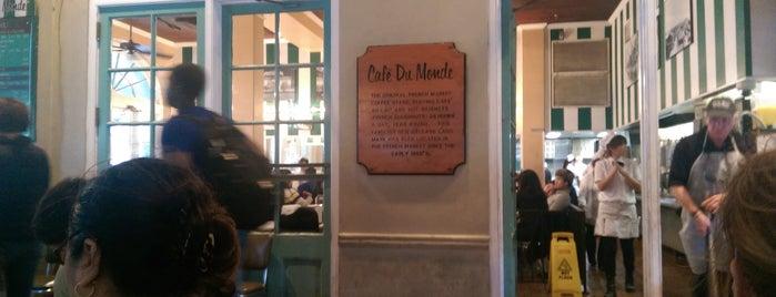 Café du Monde is one of Lugares favoritos de Divya.