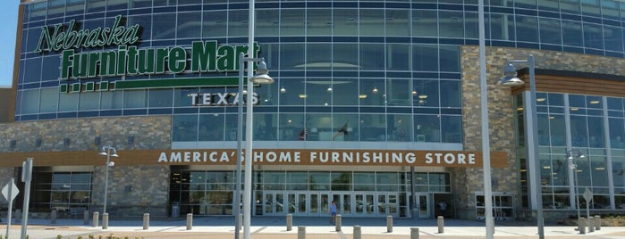 Nebraska Furniture Mart is one of Lugares favoritos de David.