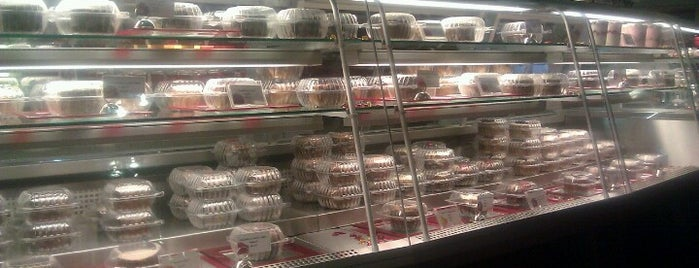Red Velvet Cafe is one of Sweet Tooth Vegas.
