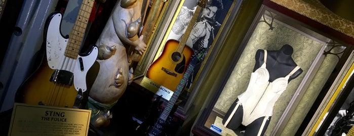 Hard Rock Cafe London is one of Burçin: сохраненные места.
