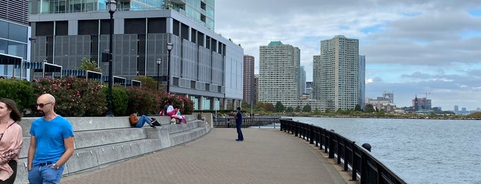 The Waterfront is one of SKW 님이 좋아한 장소.