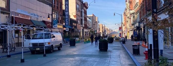 Newark Avenue Pedestrian Plaza is one of Locais curtidos por SKW.