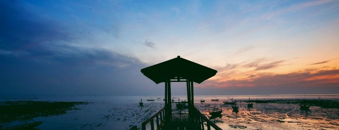 Pantai Kenjeran is one of Surabaya.