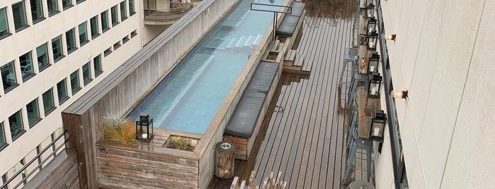 JAM Hotel Rooftop is one of Orte, die Can gefallen.
