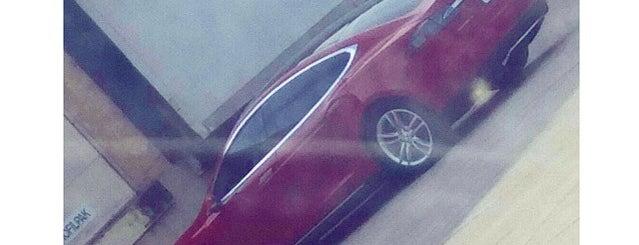 Tesla Motors Service Center is one of Posti che sono piaciuti a Mark.