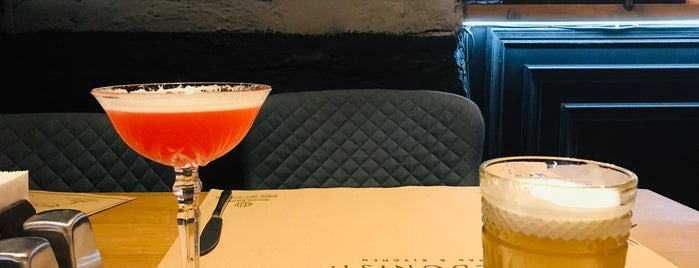 Hedonist bar&kitchen is one of Lieux qui ont plu à Illia.