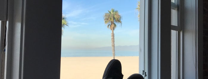 Venice Beach Suites & Hotel is one of Posti che sono piaciuti a Michæl.