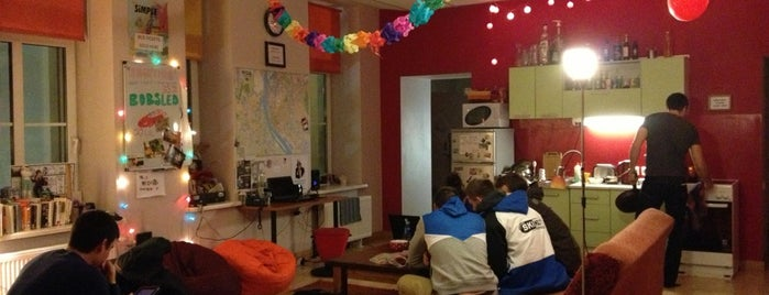 Cinnamon Sally Backpackers Hostel is one of Locais curtidos por Катерина.