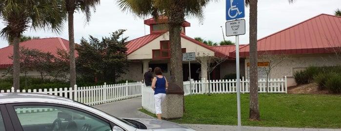 Collier County Rest Area is one of Orte, die Heidi gefallen.