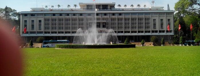 Dinh Độc Lập / Dinh Thống Nhất (Independence Palace / Reunification Palace) is one of Miss Saigon.