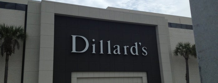 Dillard's is one of Lieux qui ont plu à Claire.