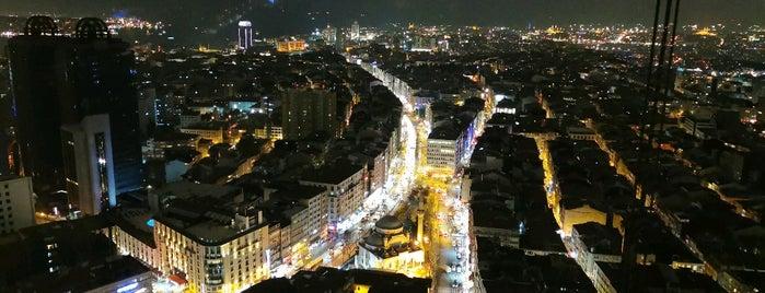 Istanbul Marriott Hotel Sisli Executive Lounge is one of Mujdat 님이 좋아한 장소.