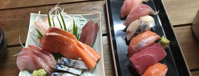 ボタン โบตั๋นอาหารญี่ปุ่น Botan Japanese Restaurant is one of Orte, die Nicole gefallen.