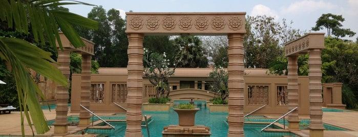 Le Méridien Angkor is one of Lugares favoritos de Flora.