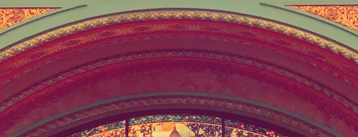 St. Louis Union Station is one of Tempat yang Disukai Mohrah.