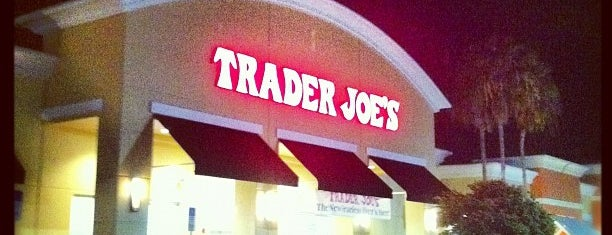 Trader Joe's is one of Locais curtidos por mark.