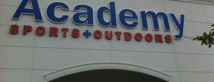 Academy Sports + Outdoors is one of Tempat yang Disukai Laetitia.