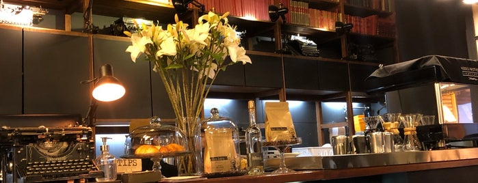 The Writer's Coffee is one of Tempat yang Disukai John.