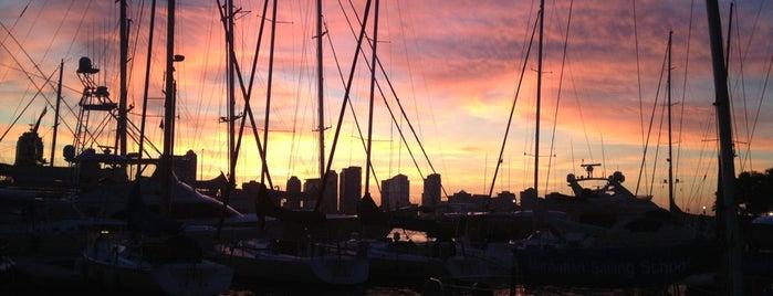 Manhattan Yacht Club is one of @Hagan'ın Beğendiği Mekanlar.