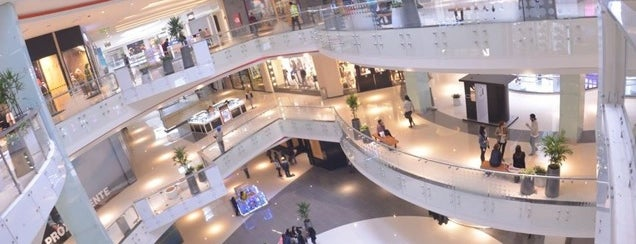 Real Plaza Salaverry is one of Locais curtidos por Alicia.