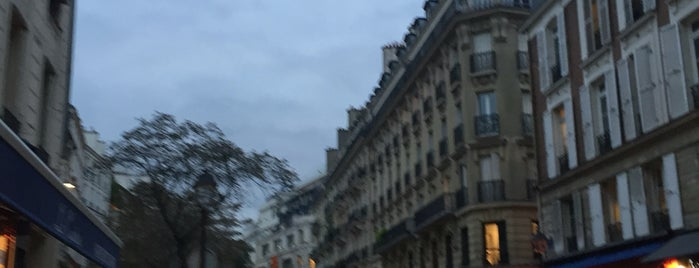 Rue des Archives is one of Locais curtidos por 𝔄𝔩𝔢 𝔙𝔦𝔢𝔦𝔯𝔞.