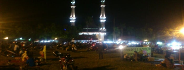 Alun-Alun Jombang is one of Tempat yang Disukai Yahudha.