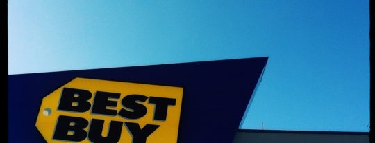 Best Buy is one of Lieux qui ont plu à Julie.
