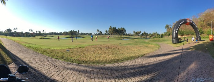 Club de Golf Isla Navidad is one of Jhalyvさんのお気に入りスポット.