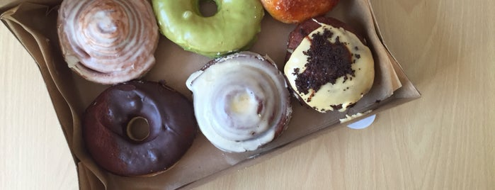 Crosstown Doughnuts & Coffee is one of Dessert london.