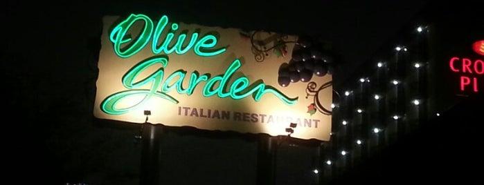 Olive Garden is one of Lugares guardados de Demetria.