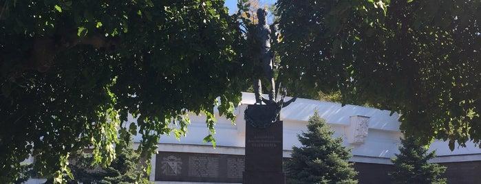 Памятник Сенявину Д.Н. is one of Stanislav : понравившиеся места.