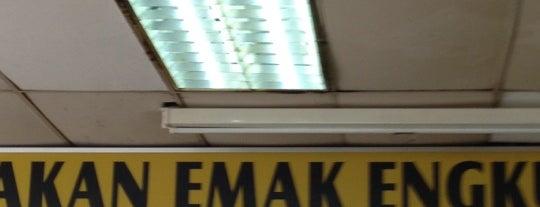 Kedai Makan Mak Engku is one of Posti salvati di Azaruddin Azral.