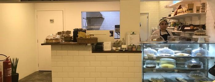 Pistachio Bakery is one of Locais curtidos por Castle.