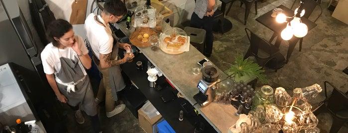 Catarina Coffee And Love is one of Tempat yang Disukai Fabio.