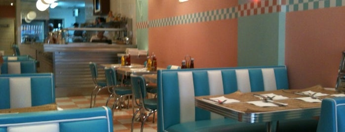Peggy Sue's is one of Locais curtidos por Cristina.