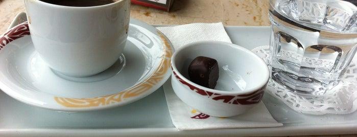 Café Crown is one of Lieux qui ont plu à Pelin.