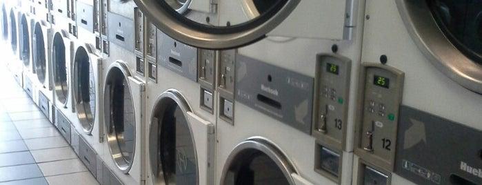 Laundromart is one of Lieux qui ont plu à Carl.