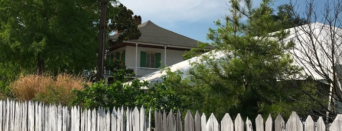 Pitot House is one of New Orleans.