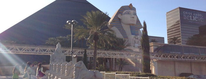 Luxor Hotel & Casino is one of Lugares favoritos de Stephanie.