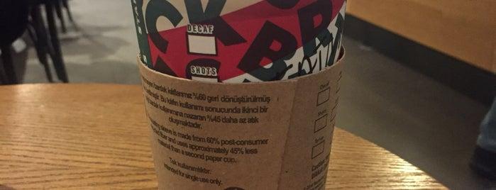 Starbucks is one of Mennanさんのお気に入りスポット.