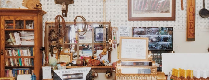 Mercantile Gifts & Consignment is one of สถานที่ที่ Ray ถูกใจ.