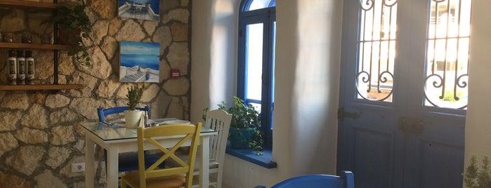 Santorini is one of Orte, die Tarek gefallen.