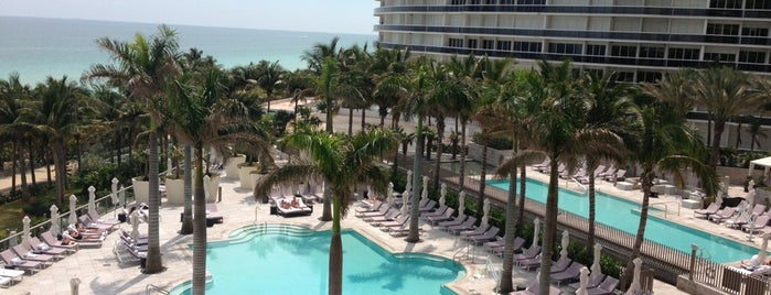 The St. Regis Bal Harbour Resort is one of Locais curtidos por Marcia.