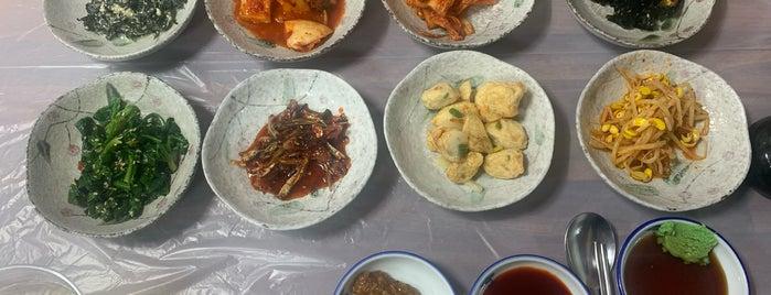 한산섬식당 is one of Lieux sauvegardés par Jae Eun.