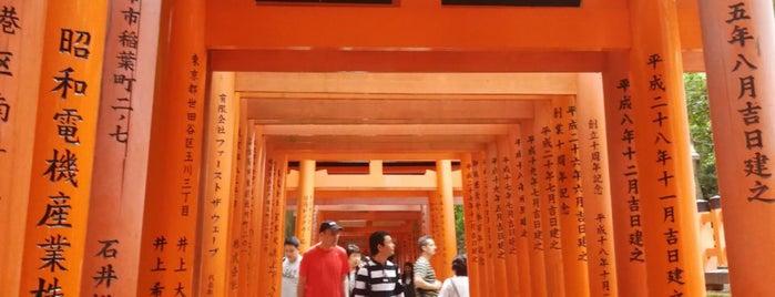 Fushimi Inari Taisha is one of Lieux qui ont plu à Nora.