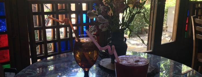 Bahar Narenj Café | کافه بهارنارنج is one of Lieux qui ont plu à Nora.